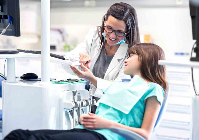 dental-assisting-course.jpg